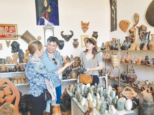 Khánh thành Nhà sinh hoạt văn hóa cộng đồng làng Bàu Trúc: Nâng niu văn hóa Chăm