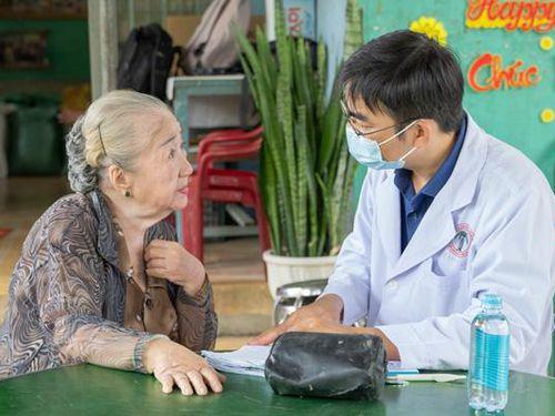 Thăm khám và trao quà tại Khu dưỡng lão nghệ sĩ sân khấu TP.HCM