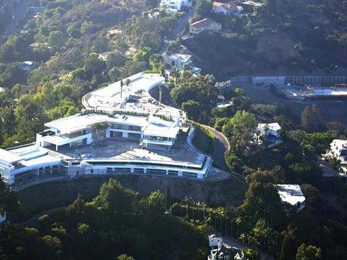 Biệt thự đắt hơn 11.000 tỷ đồng: Bể bơi, rạp phim, hầm rượu... đủ cả