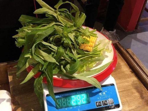 Nhà hàng ở Đà Nẵng xin lỗi vì phạt khách bỏ rau