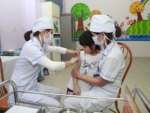 Làm gì để tránh tai biến sau tiêm vaccine?