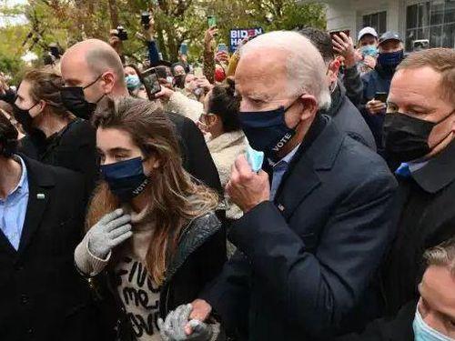 Ứng viên Biden gọi nhầm tên con trai, cháu gái trong ngày bầu cử