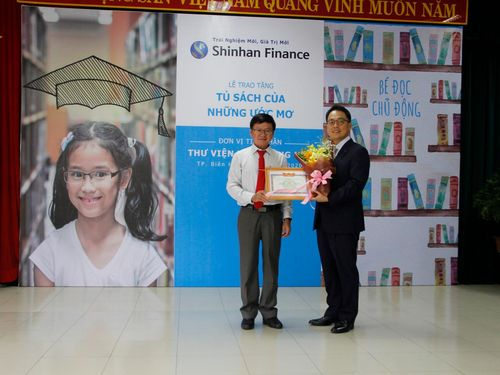 Shinhan Finance trao tặng 'Tủ sách của những ước mơ' cho Thư viện tỉnh Đồng Nai