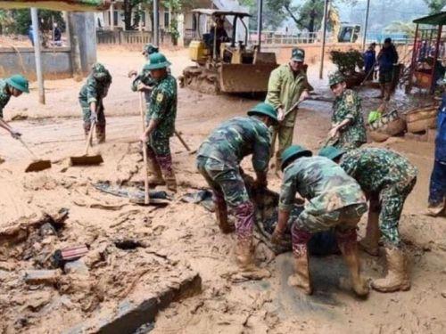 Dồn lực khắc phục đường sá, trường học bị bùn đất vùi sâu 1,2m