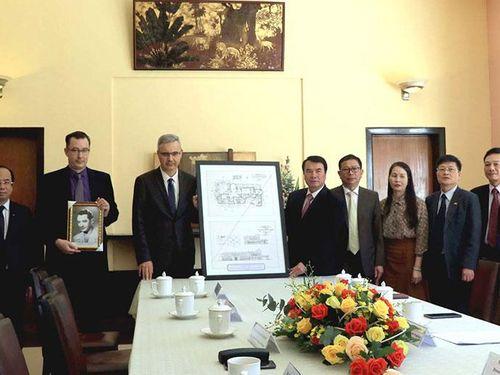 Đại sứ Pháp trao bản số hóa thiết kế dinh Bảo Đại tặng tỉnh Lâm Đồng