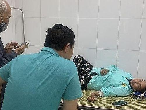 Người phụ nữ lớn tuổi vô cớ bị hành hung phải nhập viện