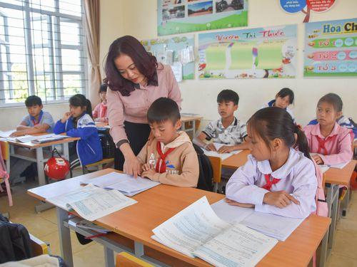 Cô giáo say nghề, yêu trẻ