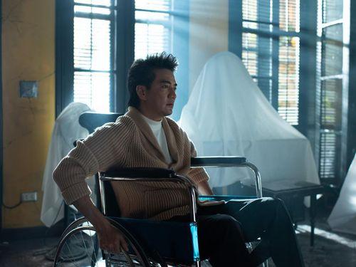 Xôn xao hình ảnh Đàm Vĩnh Hưng ngồi trên xe lăn, chuyện gì đã xảy ra?