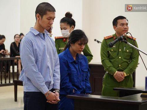 Nữ bị cáo bạo hành con 3 tuổi đến chết quỳ sụp xuống đất, cầu mong mẹ xin giảm án cho chồng: 'Chẳng còn ý nghĩa gì nữa khi chồng con chết'