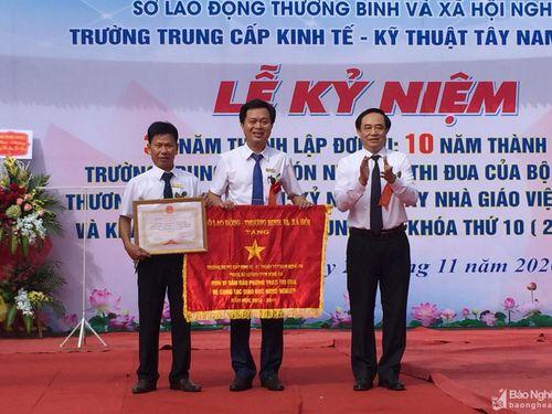 Trường Trung cấp Kinh tế - Kỹ thuật Tây Nam Nghệ An kỷ niệm 35 năm thành lập