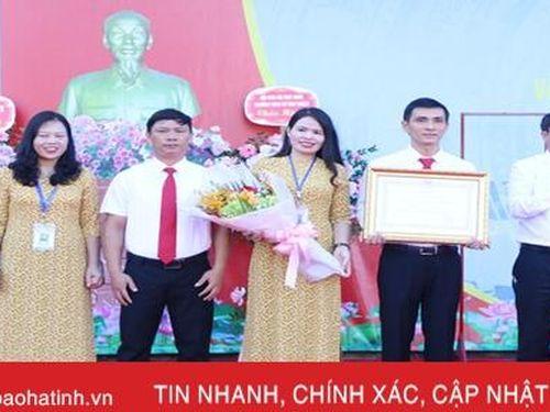 Trường THCS Lê Văn Thiêm đón nhận Huân chương Lao động hạng Nhất