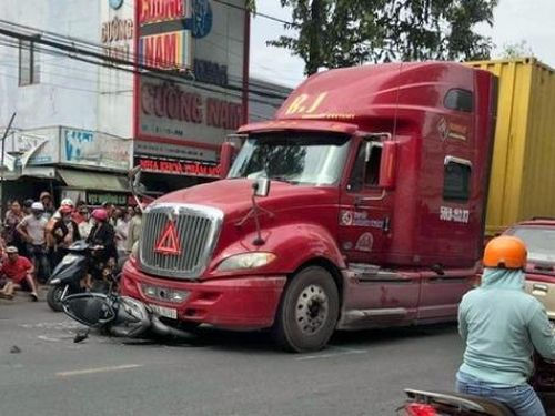 Tin giao thông đến sáng 25/11: Loạt va chạm ô tô với xe máy, 6 người tử vong, 2 người bị thương