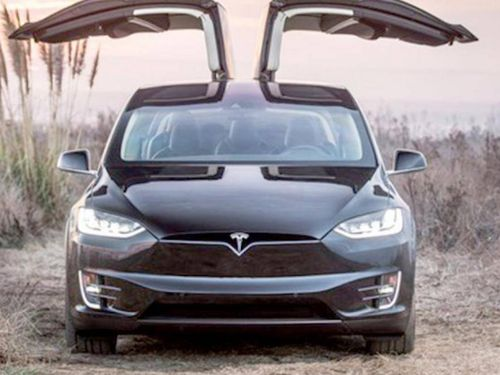 Xe điện Tesla dễ dàng bị tin tặc khống chế