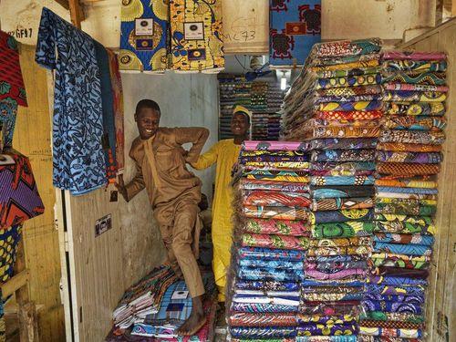 Hàng Trung Quốc giá rẻ đe dọa sản phẩm dệt may truyền thống của Nigeria