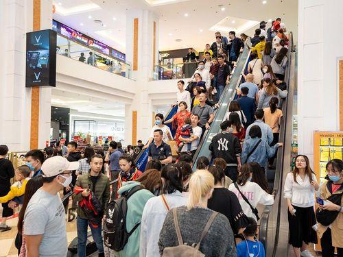 Chuỗi TTTM Vincom tấp nập khách dịp Black Friday