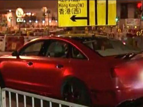 Dùng xe của con trai là thành viên Hội Tam Hoàng, không ngờ bị đội sát thủ 'xử' giữa phố