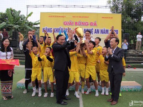 Đánh bại Yên Thành, Thái Hòa vô địch Giải bóng đá Năng khiếu U10 tỉnh Nghệ An năm 2020