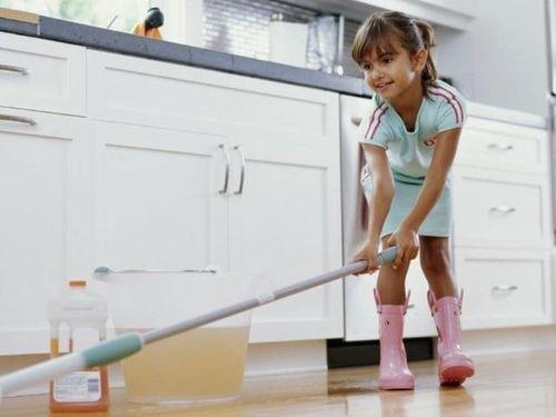 Trước 5 tuổi, trẻ cần biết tiền đến từ lao động