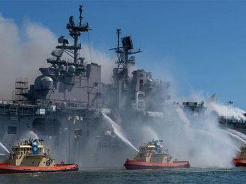 Mỹ chi 30 triệu USD phá siêu tàu đổ bộ cháy
