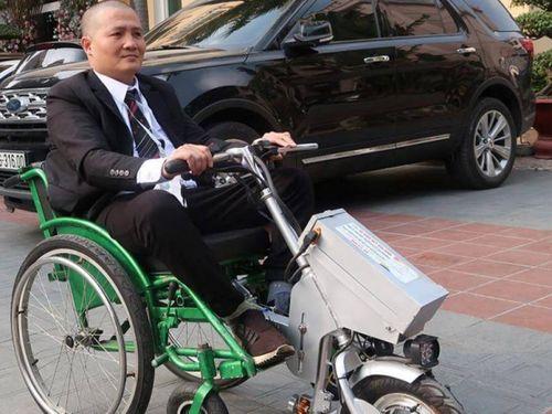 Ông chủ công ty sản xuất xe lăn chạy điện: Người mất đôi chân không gục ngã