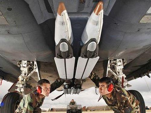 Quân đội Mỹ tiết lộ chi phí cao 'ngất ngưởng' của tên lửa phóng từ không trung