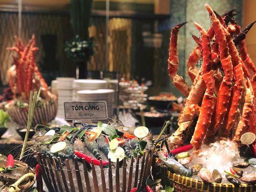 Nhiều nhà hàng buffet ở TP.HCM gần kín bàn đêm Noel