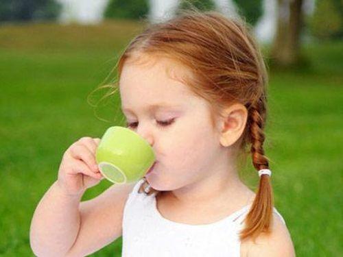 Trẻ em uống trà xanh có tốt không?