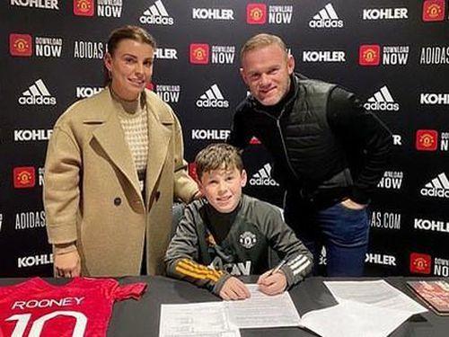 'Quý tử' nhà Rooney ký hợp đồng với Man United ở tuổi 11