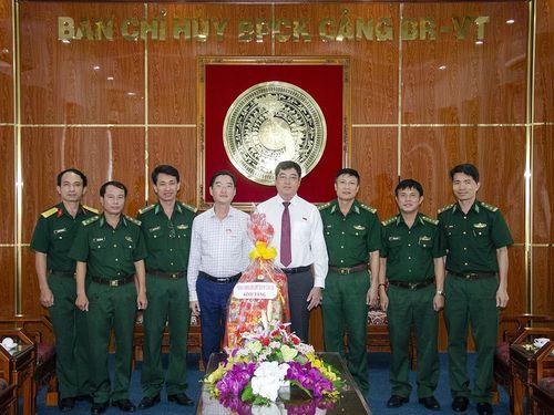 Lãnh đạo TP. Vũng Tàu thăm và tặng quà các đơn vị quân đội