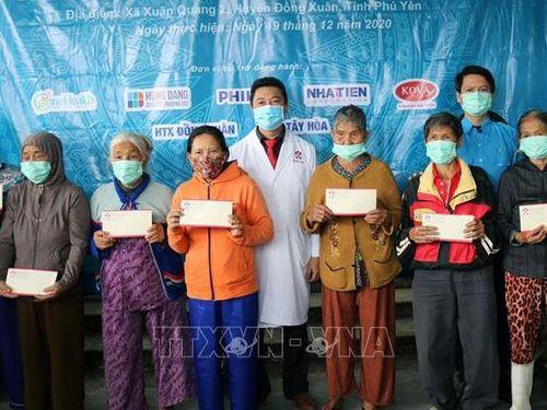 Khám và cấp thuốc miễn phí cho người dân có hoàn cảnh khó khăn tại Phú Yên