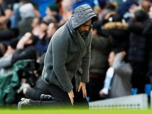 Khi Pep quỳ gối trước cầu thủ
