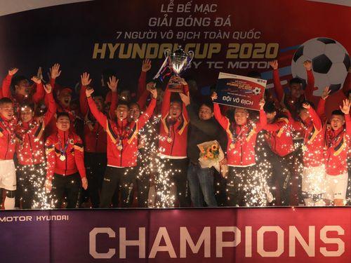 Đội bóng Lào Cai vô địch giải 'Ngoại hạng phủi' Hà Nội