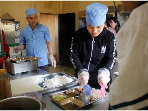 Hà Giang: Đảm bảo chất lượng bữa ăn bán trú cho học sinh Trường PTDTBTTH&THCS Đức Xuân