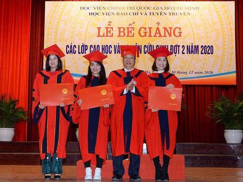 Học viện BC&TT trao bằng tốt nghiệp cho 163 học viên, nghiên cứu sinh