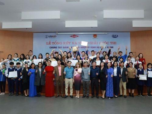 Quảng Ninh: Thúc đẩy giảm rác thải nhựa trên vịnh Hạ Long