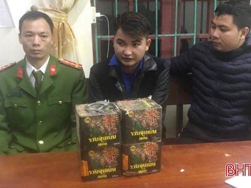 Công an Cẩm Xuyên bắt quả tang 2 vụ vận chuyển pháo trong đêm