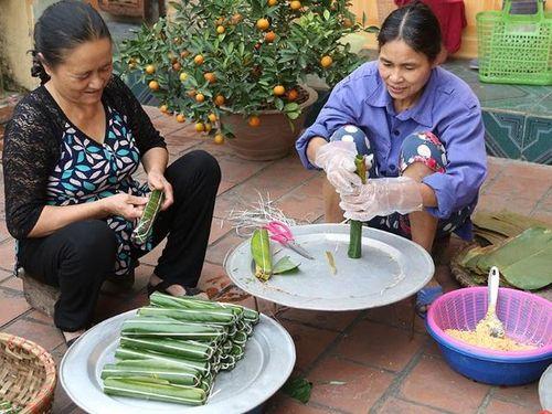 Về làng Dòng ngâm phú vịnh thơ ăn bánh nẳng