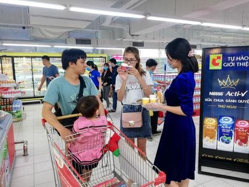 Lần đầu tiên tại Việt Nam xuất hiện loại sữa chua sánh quện