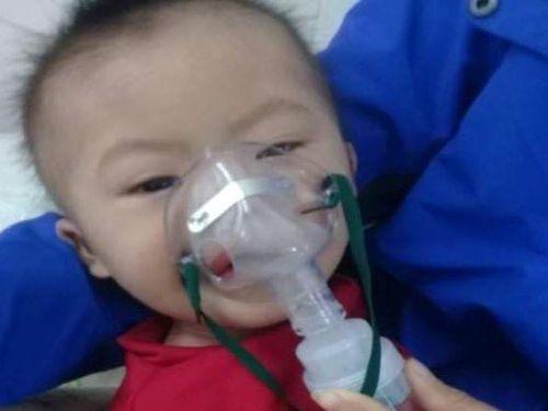 Ánh mắt cầu cứu của bé trai 13 tháng tuổi mắc bệnh hiểm nghèo không tiền chữa trị