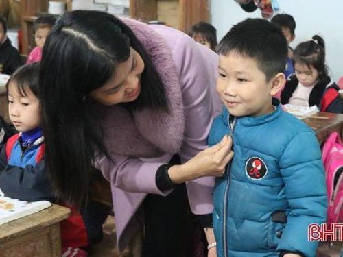 Các trường ở Hà Tĩnh điều chỉnh giờ học, tăng cường chống rét cho học sinh