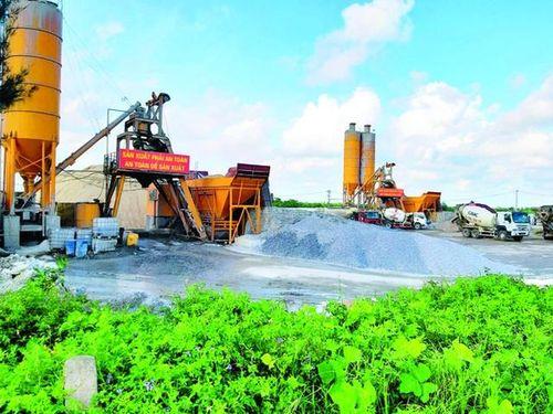 Nam Định: Công ty đóng tàu cùng trạm bê tông 'xới tung' đê điều