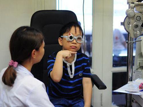 Hiểu sai về cận thị: Đeo kính nhiều có khiến bạn bị phụ thuộc vào kính cận không?