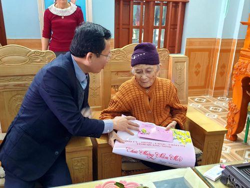 Phó Chủ tịch Thường trực UBND tỉnh Cao Tường Huy thăm, chúc Tết quân và dân huyện Vân Đồn
