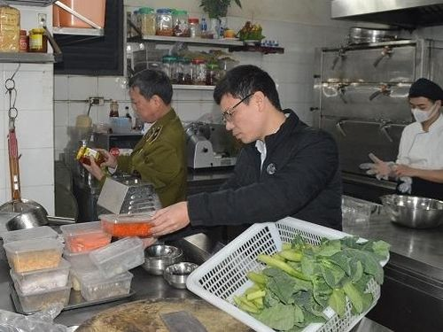 Hà Nội: Ra quân kiểm tra an toàn thực phẩm dịp Tết Nguyên đán
