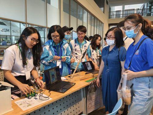 Hàng ngàn học sinh thích thú với ngày hội Toán học mở 2021