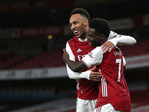 Aubameyang lập cú đúp, Arsenal bắn hạ 'Chích chòe'