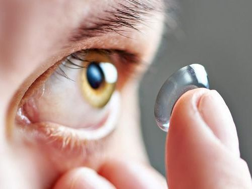 5 lưu ý khi đeo kính áp tròng cận mà bạn nhất định phải nắm vững