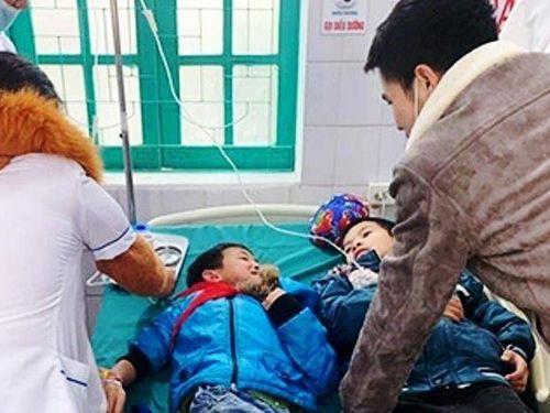 7 học sinh ở Nghệ An nhập viện cấp cứu do ăn xôi trước cổng trường