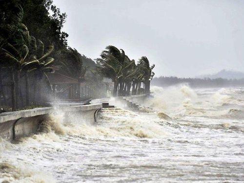 Rãnh áp thấp gây mưa dông, gió giật mạnh trên biển
