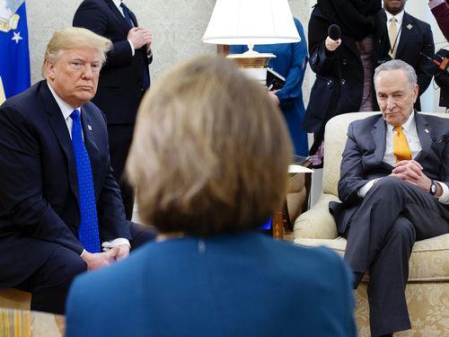 Hạ viện Mỹ 'chốt' ngày chuyển điều khoản luận tội ông Trump
